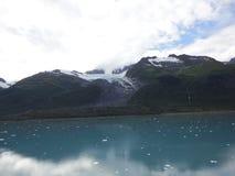 Horizonte llenado montaña en el Océano Pacífico Paso interior Alaska imágenes de archivo libres de regalías