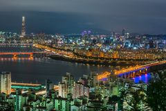 Horizonte Lotte World Shopping Center de la mañana en la noche En Han River en Corea del Sur Imagen de archivo