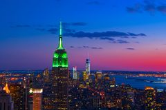 Horizonte New York City por noche Fotografía de archivo libre de regalías