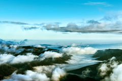 Horizonte nublado con las montañas Imágenes de archivo libres de regalías