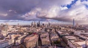 Horizonte panorámico de Londres con el distrito del banco Imagen de archivo libre de regalías