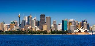 Horizonte panorámico del cbd de Sydney Imágenes de archivo libres de regalías