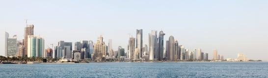 Horizonte Qatar de la ciudad de Doha Fotos de archivo libres de regalías