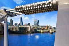 Horizonte Reino Unido del puente del milenio de Londres Fotos de archivo libres de regalías