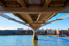 Horizonte Reino Unido del puente del milenio de Londres Fotografía de archivo