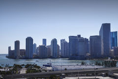 Horizonte retroiluminado de Miami fotos de archivo