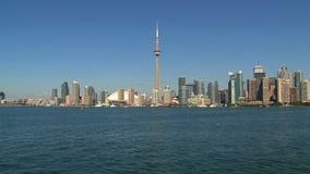 Horizonte Toronto de un transbordador, Ontario, Canadá almacen de metraje de vídeo
