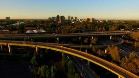 Horizonte urbano céntrico de la ciudad de California del capital del río Sacramento metrajes