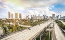 Horizonte y carreteras de Miami fotos de archivo