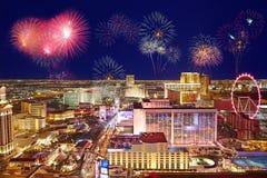 Horizonte y fuegos artificiales de Las Vegas imagen de archivo libre de regalías