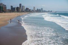 Horizonte y playa de Durban Fotos de archivo