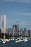 Horizonte y puerto deportivo de la ciudad Imágenes de archivo libres de regalías