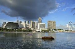Horizonte y río de Singapur Fotos de archivo