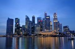 Horizonte y río del distrito financiero de Singapur Fotos de archivo libres de regalías