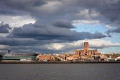 Horizonte y Waterfromt de Liverpool imagen de archivo