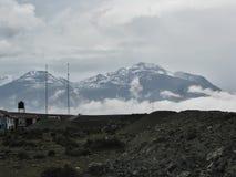 Horizontlandschaft mit Wolken und Schnee auf Berg Arequipa, Peru Lizenzfreie Stockbilder