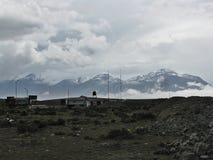 Horizontlandschaft mit Wolken und Schnee auf Berg Arequipa, Peru Lizenzfreies Stockfoto