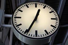 Horloge à la station de train de ciel Image stock
