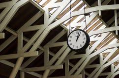 Horloge à une station de train photographie stock