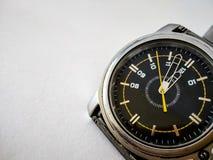 Horloge analogue montrant le moment 12 pour les célébrations de nouvelle année image libre de droits