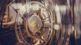 Horloge antique avec la mesure de cercle photographie stock libre de droits