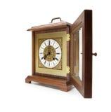 Horloge antique avec le couvercle ouvert, sur le blanc. Images stock