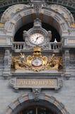 Horloge antique dans la gare d'Anvers Photo stock