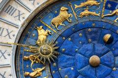 Horloge antique dans la place du ` s de St Mark à Venise Image stock