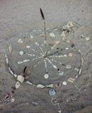 Horloge antique de vintage sur la plage, faite par envoyé Photos stock