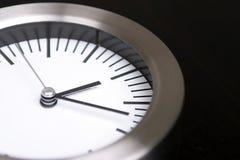 Horloge argentée photo stock