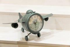 Horloge-avions de vintage Concept : le temps vole Photo libre de droits