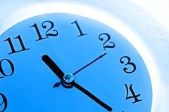Horloge bleue Images libres de droits