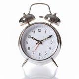 Horloge d'alarme argentée de chrome avec les cloches de sonnerie Images stock