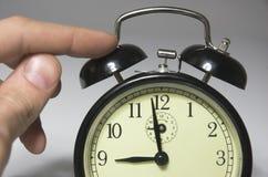 Horloge d'alarme avec un appel Photos libres de droits