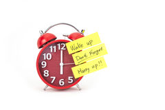 Horloge d'alarme avec une note Photo stock