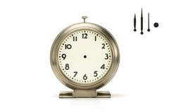 Horloge d'alarme balayée en métal sur le blanc Photo stock