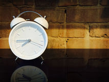 Horloge d'alarme démodée Images libres de droits