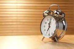 Horloge d'alarme de début de la matinée Photographie stock