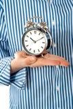 Horloge d'alarme de fixation de paume de garçons Image stock