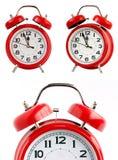 Horloge d'alarme rouge sur le fond blanc Photographie stock