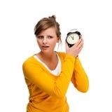 Horloge d'alrm de fixation de jeune femme Photos libres de droits