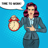 Horloge d'Art Business Woman Holding Alarm de bruit Heure de fonctionner Photo stock