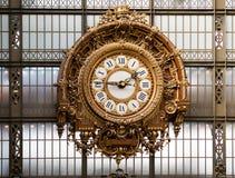 Horloge d'or du ` Orsay du musée D Image libre de droits