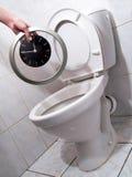 Horloge dans la toilette Photographie stock libre de droits