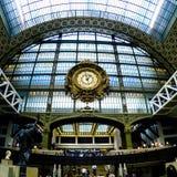 Horloge dans le d& x27 de musée ; Orsay à Paris Photos libres de droits