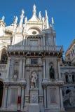 Horloge dans le Palais des Doges à Venise image libre de droits