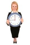 Horloge de fixation de femme d'affaires Images libres de droits