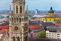 Horloge de glockenspiel, église de Theatine à Munich Photo libre de droits