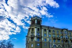 Horloge de Minsk sur le toit photos stock