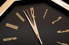 Horloge de mur d'or Photo libre de droits